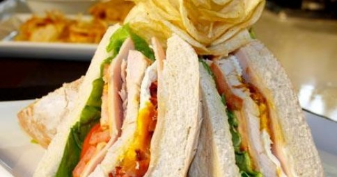 CLUB SANDWICH CON MAYONESA