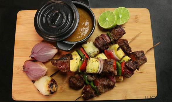 BROCHETA DE LOMO TROPICAL