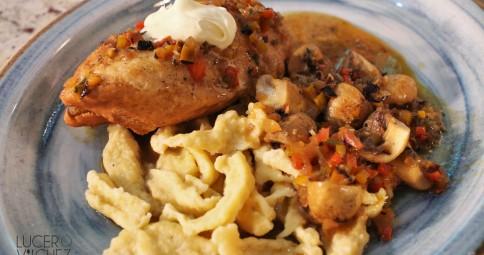 Pollo Paprika - Paprikás Csirke con Uborka Saláta